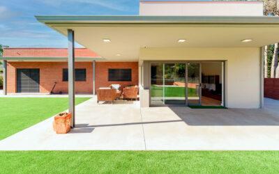 Casa eficiente y saludable en Begues de obra tradicional